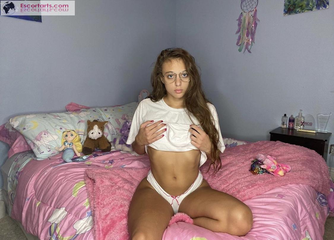 Girls Escort Vienna - I'm looking for strong man that can fuck me h...